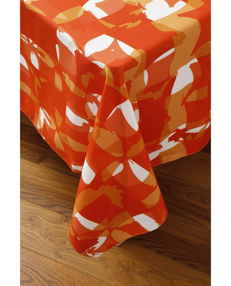 """Tombé de nappe """"Damier rouge"""" sur un coin de table. Imprimée sur polyester recyclé."""