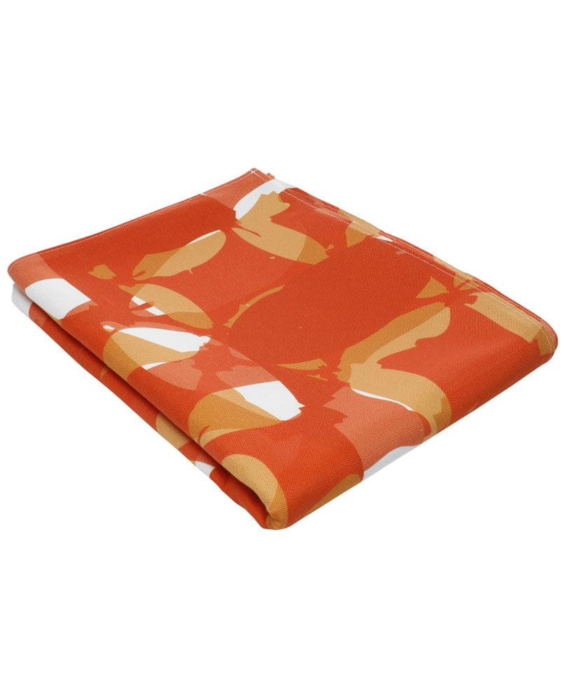 """Nappe """"Damier rouge"""" pliée. Imprimée sur polyester recyclé."""
