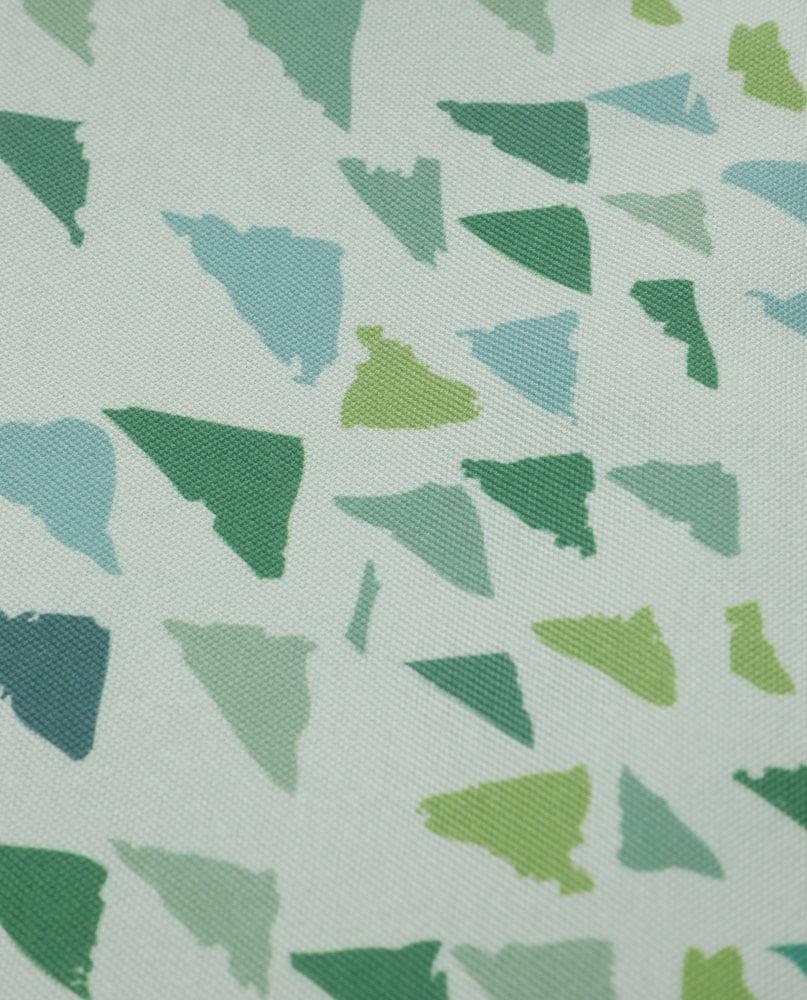 """Détail de la nappe """"Forêt-lichen"""". Imprimée sur polyester recyclé."""