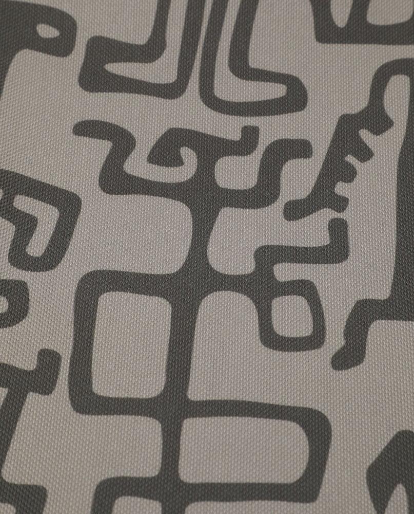 """Détail de la nappe """"Gliffes"""". Imprimée sur polyester recyclé."""